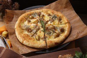 焼き栗がピザに! 秋の味覚たっぷりの「TO THE HERBS」の期間限定メニューの画像