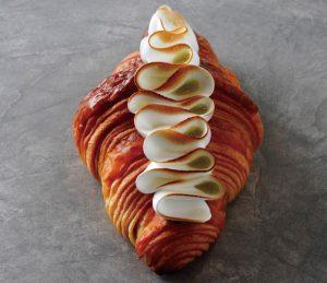 ピンクが映えるアフタヌーンティーに、秋の味覚が楽しめる新作パンも! 最新スイーツ3選の画像