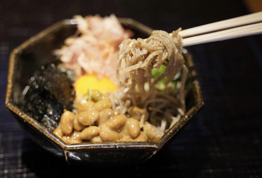 渋谷が誇る日本そばの名店! 行列の先には、思わず笑みが溢れる一杯が待っているの画像